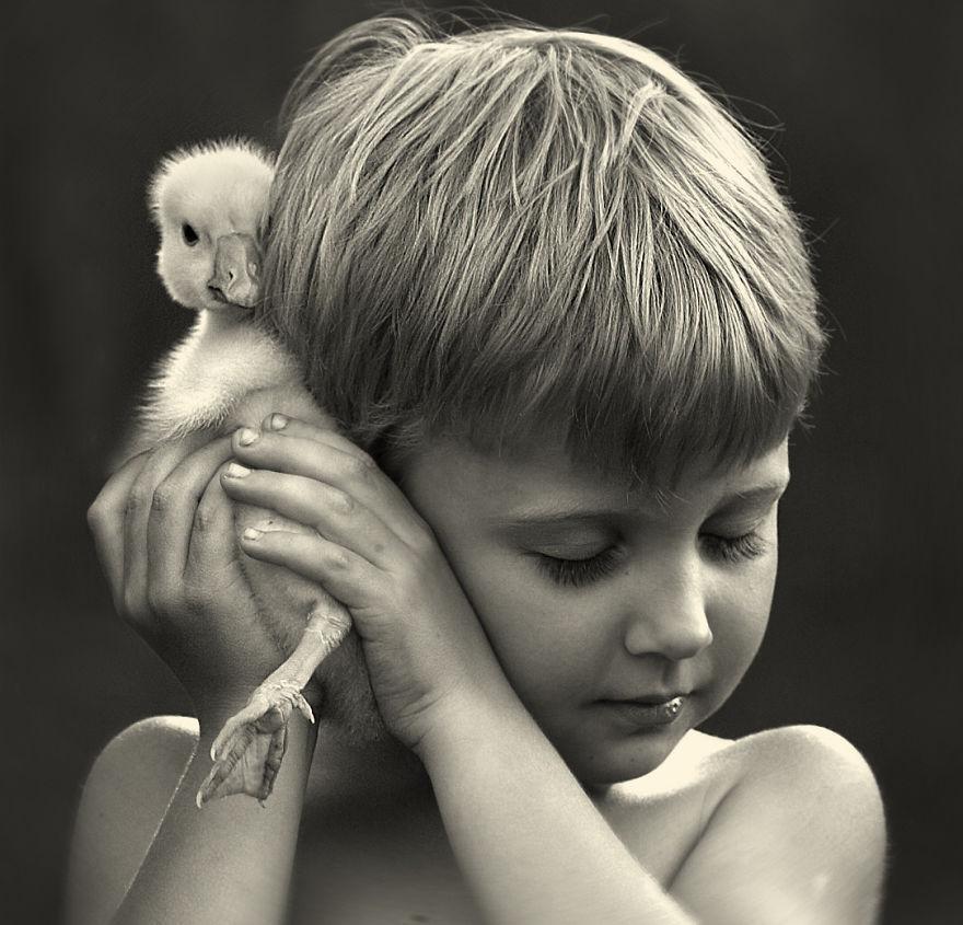 cool-animal-children-photography-Elena-Shumilova-chick