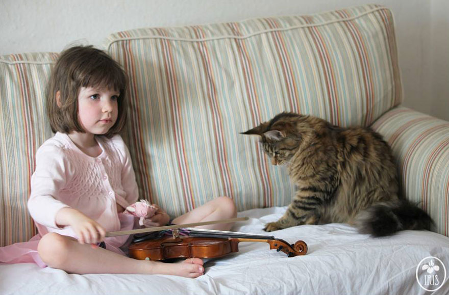This 5 Years Old Girl Is Overcoming Autism With Painting And Her Cat