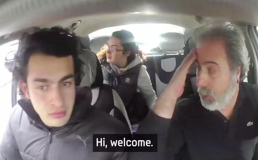 town-learns-sign-language-deaf-muharrem-samsung-video-call-center-16