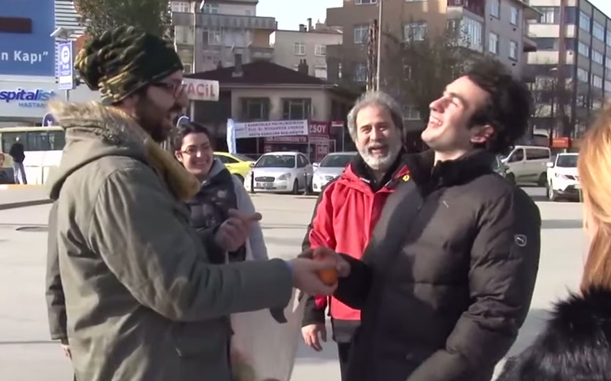 town-learns-sign-language-deaf-muharrem-samsung-video-call-center-22